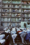 France. Marseille. Aid Muslim prayer prayer in cite Bellevue   Marseille  France    /la prière de l Aid au coeur de la cite Bellevue dans le centre de   Marseille  France  /R00015/3    L2816  /  P0004007