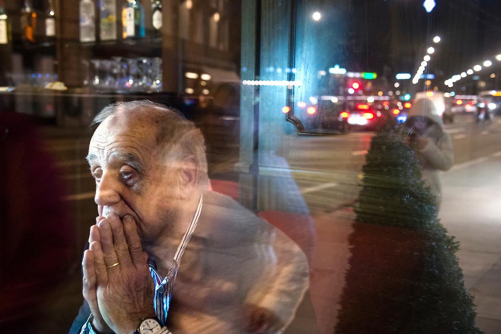 Jean Ziegler est un homme politique, altermondialiste et sociologue suisse. Il a &eacute;t&eacute; rapporteur sp&eacute;cial aupr&egrave;s de l&rsquo;ONU sur la question du droit &agrave; l&rsquo;alimentation dans le monde. Il est l&rsquo;auteur de nombreux ouvrages dans lesquels il analyse notamment cette question. Il est membre du comit&eacute; consultatif du Conseil des droits de l'homme des Nations unies depuis 2009.<br /> &copy;Nicolas Righetti/ Lundi13