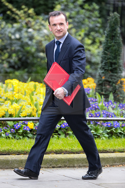 © Licensed to London News Pictures . 29/03/2017 . London , UK . ALUN CAIRNS arrives . Ministers arriving and leaving for a Cabinet meeting and Prime Minster's Questions , at 10 Downing Street , Westminster . Today (29th March 2017) the British Government will trigger Article 50 of the Lisbon Treaty and commence Britain's withdrawal from the European Union . Photo credit : Joel Goodman/LNP