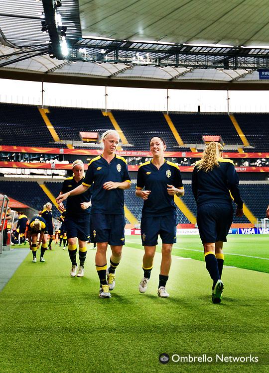 FRANKFURT 2011-07-12<br /> LANDSLAGET FOTBOLL TR&Auml;NAR INF&Ouml;R SEMI-FINAL.<br /> I bild: Caroline Seger och Therese Sj&ouml;gran.