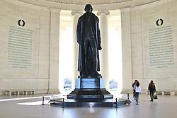 THEMENBILD - Die Bronzestatue im Inneren des Memorials ist etwa 6,5 Meter hoch und etwa 4,5 Tonnen schwer. Reisebericht, aufgenommen am 14. Jannuar 2016 in Washington D.C. // The bronze statue inside the memorial is about 6.5 meters high and about 4.5 tons. Travelogue, Recorded January 14, 2016 in Washington DC. EXPA Pictures © 2016, PhotoCredit: EXPA/ Eibner-Pressefoto/ Hundt<br /> <br /> *****ATTENTION - OUT of GER*****