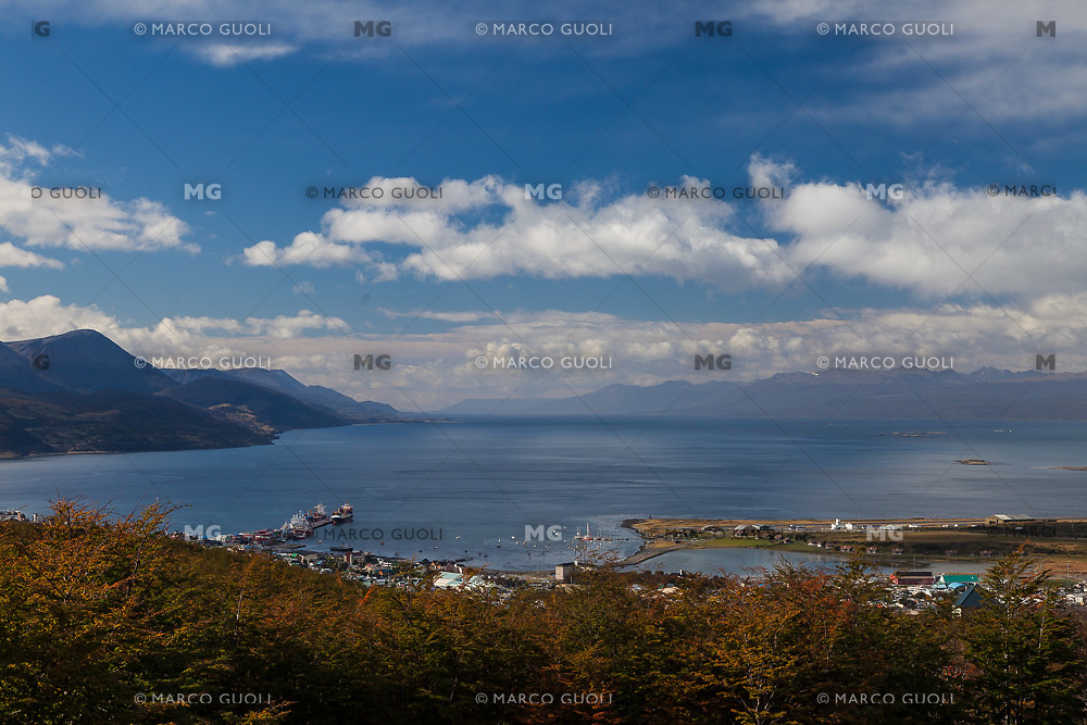 BAHIA Y CIUDAD DE USHUAIA, CANAL BEAGLE AL FONDO, PROVINCIA DE TIERRA DEL FUEGO,  PATAGONIA, ARGENTINA (PHOTO BY © MARCO GUOLI - ALL RIGHTS RESERVED. CONTACT THE AUTHOR FOR ANY KIND OF IMAGE REPRODUCTION)