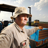 "Vanduzi, Manica province, Mozambique (next to the border of Zimbabwe) <br /> 21 November 2007<br /> Kevin Gifford, 37 years old, was given 6 hours in a March 2002 day to leave the 2000 ha farm owned by his family since the late 19th century.<br /> He's the last of a group of 37 farmers who settled in this part of Mozambique after Mugabe started his land reform. He explained to the journalist why he refuses to hire any of the thousands of Zimbabweans that cross the border to look for a job in Mozambique:"" Whoever didn't adopt an attitude to save the country, must pay for that. If somebody only stays to see what happens, scared of saying ""stop, this also is my life"", then this person must live with that. Because I defended what I believed in, which was not only a personal question, but a national preoccupation, the one about maintaining Zimbabwe as a productive country, I paid the price: that was to see my house looted and to be expulsed from my farm without any compensation. This is the reason why I don't have feelings for a Zimbabwean that has not done anything to stop what occurred, because everybody must fight to defend what is correct. ""<br /> Photo: Ezequiel Scagnetti"
