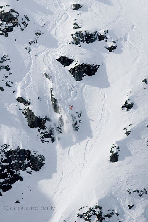 Verbier, Switzerland. March 20th 2010..X-Trem Verbier 2010 - Freeride World Tour.Bec des Rosses from Col des Gentianes.American snowboarder Shannan Yates
