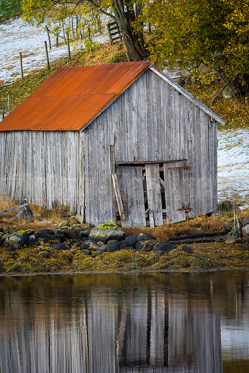 Old boathouse on Dimnøy, Ulstein, Norway | Gammelt naust på Dimnøy, Ulstein.