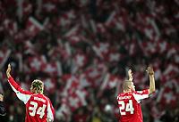 Valon Behrami und Philippe Senderos bedanken sich bei den Fans. © Valeriano Di Domenico/EQ Images