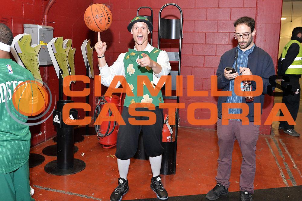 DESCRIZIONE : Milano NBA Global Games EA7 Olimpia Milano - Boston Celtics<br /> GIOCATORE : Mascotte<br /> CATEGORIA : Curiosita<br /> SQUADRA :  Boston Celtics<br /> EVENTO : NBA Global Games 2016 <br /> GARA : NBA Global Games EA7 Olimpia Milano - Boston Celtics<br /> DATA : 06/10/2015 <br /> SPORT : Pallacanestro <br /> AUTORE : Agenzia Ciamillo-Castoria/IvanMancini<br /> Galleria : NBA Global Games 2016 Fotonotizia : NBA Global Games EA7 Olimpia Milano - Boston Celtics