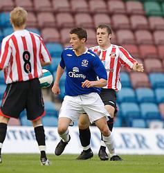 Widnes, England - Tuesday, September 4, 2007: Sunderland's Gavin Donoghue and Everton's Lukas Jutkiewicz during the Premier League Reserve match at the Halton Stadium. (Photo by David Rawcliffe/Propaganda)