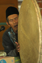 November 20, 2018 - Madiun, East Java, Indonesia - A number of Muslims beat the traditional type of gembrung musical instruments accompanying the prayer of the Prophet's Prayer which every year was held at the house of one of the community leaders in Kedondong Village, Kebonsari District, Madiun Regency. Riligi art is in the title to commemorate the birthday of the Prophet Muhammad SAW 1440 Hijri (Credit Image: © Ajun Ally/Pacific Press via ZUMA Wire)