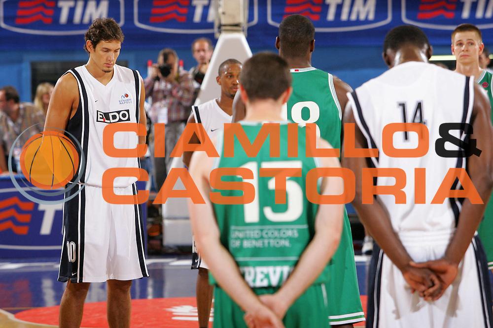 DESCRIZIONE : Milano Precampionato Lega A1 2006-07 Trofeo Tim <br /> GIOCATORE : Cittadini Minuto Silenzio Crollo Palazzina <br /> SQUADRA : Eldo Napoli <br /> EVENTO : Precampionato Lega A1 2006-2007 Trofeo Tim <br /> GARA : Eldo Napoli Benetton Treviso <br /> DATA : 19/09/2006 <br /> CATEGORIA : <br /> SPORT : Pallacanestro <br /> AUTORE : Agenzia Ciamillo-Castoria/S.Silvestri