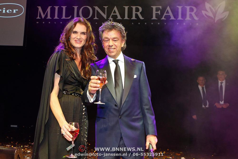 NLD/Amsterdam/20101209 - VIP avond Miljonairfair 2010, opening door Brooke Shields