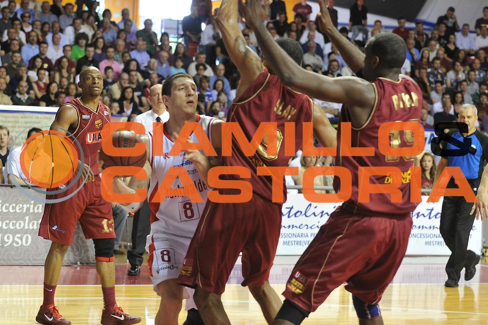 DESCRIZIONE : Venezia Lega Basket A2 2010-11 Umana Reyer Venezia Trenkwalder Reggio Emilia<br /> GIOCATORE : Rodolfo Valenti<br /> SQUADRA : Umana Reyer Venezia Trenkwalder Reggio Emilia<br /> EVENTO : Campionato Lega A2 2010-2011<br /> GARA : Umana Reyer Venezia Trenkwalder Reggio Emilia<br /> DATA : 10/04/2011<br /> CATEGORIA : Passaggio<br /> SPORT : Pallacanestro <br /> AUTORE : Agenzia Ciamillo-Castoria/M.Gregolin<br /> Galleria : Lega Basket A2 2010-2011 <br /> Fotonotizia : Venezia Lega A2 2010-11 Umana Reyer Venezia Trenkwalder Reggio Emilia<br /> Predefinita :