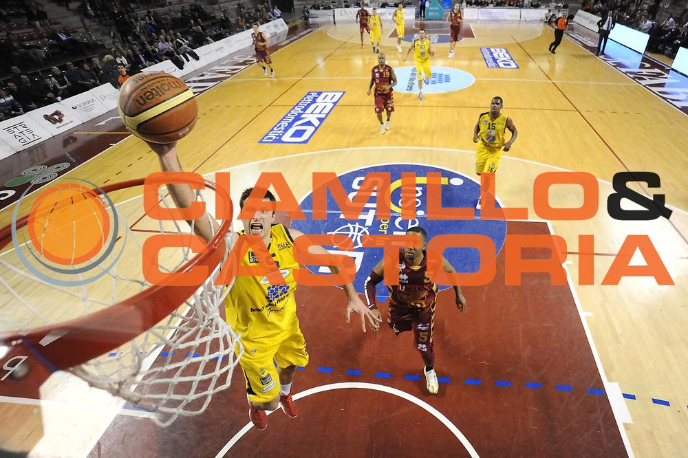 DESCRIZIONE : Ancona Lega A 2012-13 Sutor Montegranaro Umana Venezia<br /> GIOCATORE : Daniele Cinciarini<br /> CATEGORIA : tiro special<br /> SQUADRA : Sutor Montegranaro Umana Venezia<br /> EVENTO : Campionato Lega A 2012-2013 <br /> GARA : Sutor Montegranaro Juve Caserta<br /> DATA : 03/03/2013<br /> SPORT : Pallacanestro <br /> AUTORE : Agenzia Ciamillo-Castoria/C.De Massis<br /> Galleria : Lega Basket A 2012-2013  <br /> Fotonotizia : Pesaro Lega A 2012-13 Sutor Montegranaro Umana Venezia<br /> Predefinita :