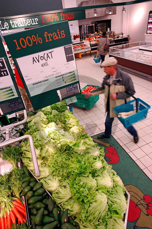 29/01/07 - SAINT MICHEL SUR ORGE - ESSONNE - FRANCE - Supermarche GEANT CASINO. Rayon fruits et legumes - Photo Jerome CHABANNE