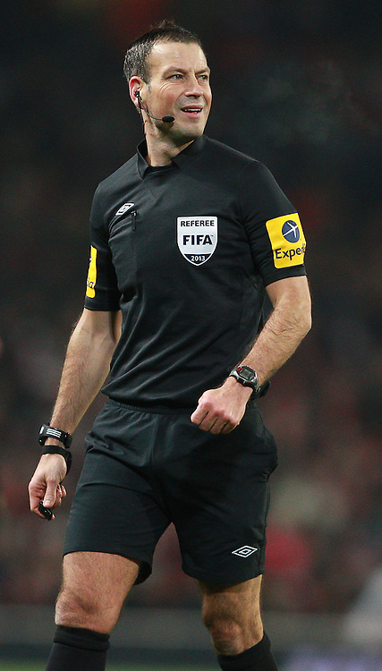 Picture by Paul Terry/Focus Images Ltd +44 7545 642257.16/01/2013.Referee, Mark Clattenberg during the The FA Cup match at the Emirates Stadium, London.