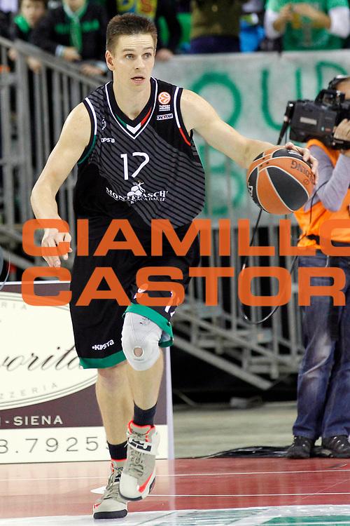 DESCRIZIONE : Siena Eurolega Euroleague 2013-14 MPS Zielona Montepaschi Siena<br /> GIOCATORE : Spencer Nelson<br /> CATEGORIA : palleggio<br /> SQUADRA : Montepaschi Siena<br /> EVENTO : Eurolega Euroleague 2013-2014<br /> GARA : MPS Zielona Montepaschi Siena<br /> DATA : 05/12/2013<br /> SPORT : Pallacanestro <br /> AUTORE : Agenzia Ciamillo-Castoria/ P.Lazzeroni<br /> Galleria : Eurolega Euroleague 2013-2014  <br /> Fotonotizia : Siena Eurolega Euroleague 2013-14 MPS Zielona Montepaschi Siena<br /> Predefinita :