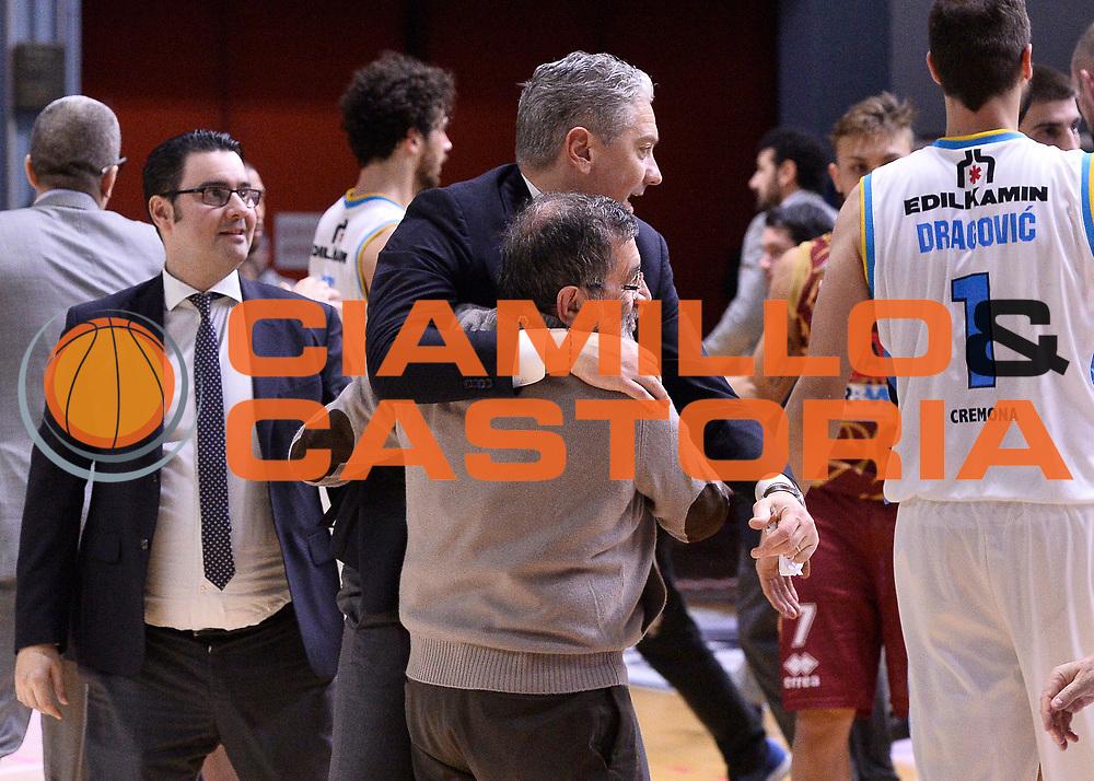 DESCRIZIONE : Beko Legabasket Serie A 2015- 2016 Vanoli Cremona - Umana Reyer Venezia<br /> GIOCATORE : Aldo Vanoli Andrea Conti<br /> CATEGORIA : esultanza<br /> SQUADRA : Vanoli Cremona<br /> EVENTO : Beko Legabasket Serie A 2015-2016<br /> GARA : Vanoli Cremona - Umana Reyer Venezia<br /> DATA : 07/02/2016<br /> SPORT : Pallacanestro <br /> AUTORE : Agenzia Ciamillo-Castoria/R.Morgano