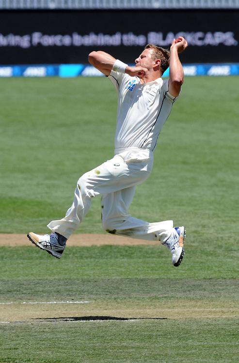 New Zealand's Neil Wagner bowls against Sri Lanka on day three of the second International Cricket Test, Seddon Park, Hamilton, New Zealand, Sunday, December 20, 2015. Credit:SNPA / Ross Setford