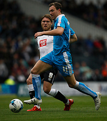 Jeff Hendrick of Derby County (L) and Kevin McDonald of Wolverhampton Wanderers in action - Mandatory byline: Jack Phillips / JMP - 07966386802 - 18/10/2015 - FOOTBALL - The iPro Stadium - Derby, Derbyshire - Derby County v Wolverhampton Wanderers - Sky Bet Championship
