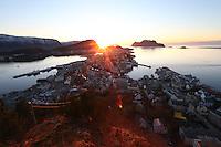 &Aring;LESUND 20130224. <br /> Solnedgang over &Aring;lesund.<br /> Foto: Svein Ove Ekornesv&aring;g