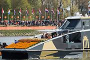 Koningsdag in Dordrecht / Kingsday in Dordrecht<br /> <br /> Op de foto / On the photo: <br /> <br />  Aankomst per taxi boot in dordrecht met aan boord Koning Willem-Alexander en Koningin Maxima met hun dochters, Prinses Amalia , Prinses Alexia en Prinses Ariane en met Prinses Anita en prins Pieter-Christiaan , Prinses Marilene en prins Maurits , Prins Constantijn en prinses Laurentien , Prins Bernhard jr.en prinses Annette<br /> <br /> Arriving by taxi boat in Dordrecht with onboard King Willem-Alexander and Queen Maxima with their daughters, Amalia, Princess Alexia and Princess Ariane and Princess Anita and Prince Pieter-Christiaan, Princess Marilene and Prince Maurice, Prince Constantijn and Princess Laurentien, Bernhard jr.en princess princess Annette