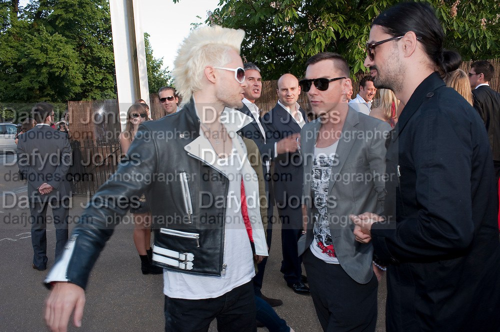 JARED LETO; SHANNON LETO; TOMO MILLECEVIC; , The Summer Party. Serpentine Gallery. 8 July 2010. -DO NOT ARCHIVE-© Copyright Photograph by Dafydd Jones. 248 Clapham Rd. London SW9 0PZ. Tel 0207 820 0771. www.dafjones.com.