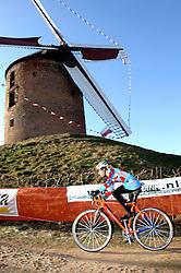 29-01-2006 WIELRENNEN: UCI CYCLO CROSS WERELD KAMPIOENSCHAPPEN: ZEDDAM <br /> Lyne Bisette (CAN)<br /> ©2006-WWW.FOTOHOOGENDOORN.NL