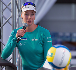 28.07.2015, Klagenfurt, Strandbad, AUT, A1 Beachvolleyball EM 2015, Pressekonferenz, im Bild Madelein Meppelink NED// during Press Conference of the A1 Beachvolleyball European Championship at the Strandbad Klagenfurt, Austria on 2015/07/28. EXPA Pictures © 2015, EXPA Pictures © 2015, PhotoCredit: EXPA/ Mag. Gert Steinthaler