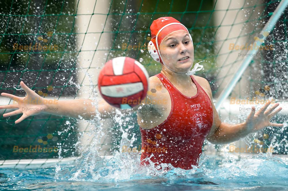 04-06-2016: Waterpolo: UZSC v ZV de Zaan: Utrecht<br /> <br /> Keepster Sarah Buis<br /> <br /> Halve finale Playoffs Eredivisie B jeugd meisjes - Seizoen 2015 / 2016 (Best-of-3)<br /> <br /> Foto: Gertjan Kooij
