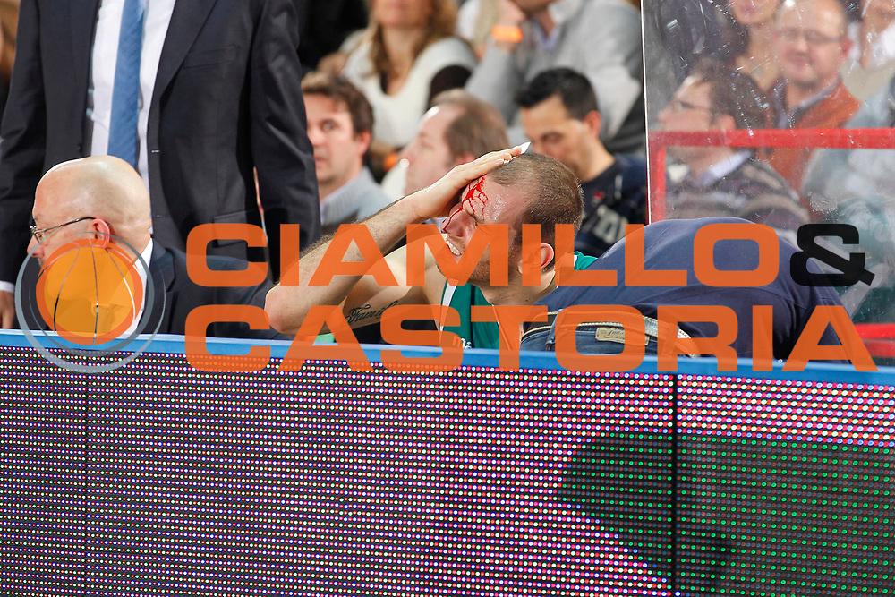 DESCRIZIONE : Varese Campionato Lega A 2011-12 Cimberio Varese Benetton Treviso<br /> GIOCATORE : Vlad Moldoveanu<br /> CATEGORIA : Ritratto Infortunio<br /> SQUADRA : Benetton Treviso<br /> EVENTO : Campionato Lega A 2011-2012<br /> GARA : Cimberio Varese Benetton Treviso<br /> DATA : 03/01/2012<br /> SPORT : Pallacanestro<br /> AUTORE : Agenzia Ciamillo-Castoria/G.Cottini<br /> Galleria : Lega Basket A 2011-2012<br /> Fotonotizia : Varese Campionato Lega A 2011-12 Cimberio Varese Benetton Treviso<br /> Predefinita :