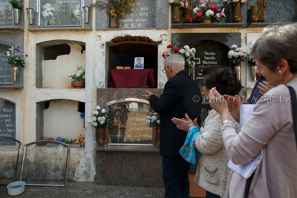 19/05/2018. Relatives and friends attend the inhumation of Valentin Alcantarilla Mercado who was assassinated by dictator Francisco Franco's forces as his remains are placed inside a niche during his burial at the cemetery on May 19, 2018 in Sacedon, Guadalajara province, Spain. General Franco's forces killed Timoteo Mendieta and other people between 1939 and 1940 after Spain's Civil War and buried them in mass graves in Guadalajara's cemetery. Argentinian judge Maria Servini used the international human rights law and ordered the exhumation and investigation of Mendieta's mass grave. The exhumation was carried out by Association for the Recovery of Historical Memory (ARMH) recovering 50 bodies from 2 mass graves and identified 24 of them. Spain's Civil War took the lives of thousands of people on both sides, but Franco continued his executions after the war has finished. Spanish governments has never done anything to help the victims of the Civil War and Franco's dictatorship while there are still thousands of people missing in mass graves around the country. (© Pablo Blazquez)