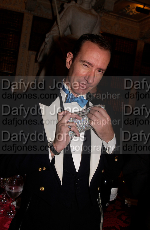 Robert Hanson, Ball at Blenheim Palace in aid of the Red Cross, Woodstock, 26 June 2004. SUPPLIED FOR ONE-TIME USE ONLY-DO NOT ARCHIVE. © Copyright Photograph by Dafydd Jones 66 Stockwell Park Rd. London SW9 0DA Tel 020 7733 0108 www.dafjones.com