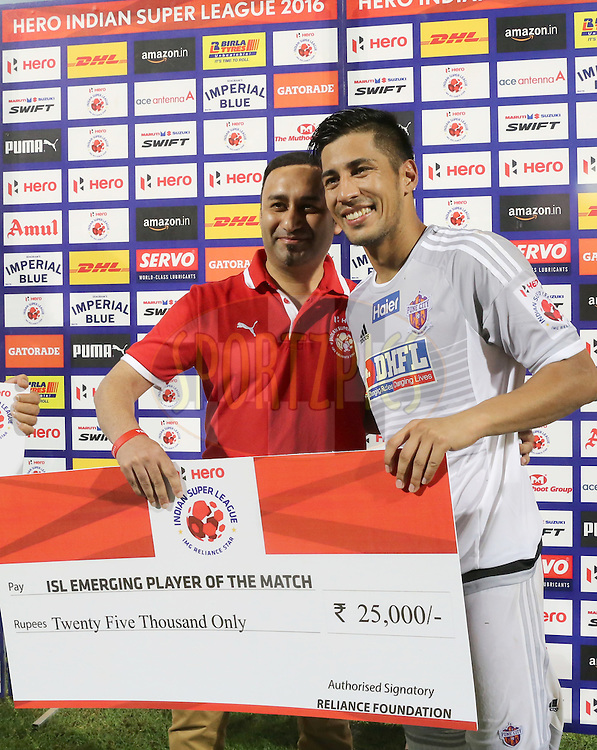 Arata Izumi of FC Pune City receiving the ISL Emerging Player of the Match during match 8 of the Indian Super League (ISL) season 3 between FC Goa and FC Pune City held at the Fatorda Stadium in Goa, India on the 8th October 2016.<br /> <br /> Photo by Faheem Hussain / ISL/ SPORTZPICS