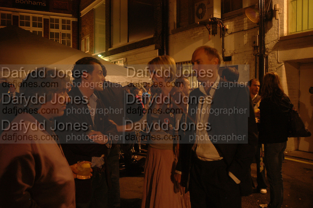 Nick Silver, Harry and Bodil Blaine. KIENHOLZ. Private view at the Haunch of Venison Gallery. London. 6 October 2005. ONE TIME USE ONLY - DO NOT ARCHIVE © Copyright Photograph by Dafydd Jones 66 Stockwell Park Rd. London SW9 0DA Tel 020 7733 0108 www.dafjones.com