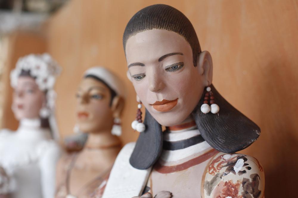 Ponto dos Volantes_MG, Brasil.<br /> <br /> Mestre artesa, ceramista, ela fabrica as famosas bonecas de jequitinhonha em Turmalina, Minas Gerais.<br /> <br /> A craftwoman, ceramist, She produces famous dolls from Jequitinhonha in Turmalina, Minas Gerais.<br /> <br /> Foto: LEO DRUMOND / NITRO