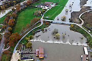 Nederland, Limburg, gemeente Maastricht, 15-11-2010. .Waterhuishouding van de Maas. De overlaat, onder in beeld voert bij hoogwater extra water af om zo de nabijgelegen stuw bij Borgharen te ontlasten. .Water management of the Meuse. The spillway (bottom) functions in case of high waters as an extra relieve for the weir at Borgharen. .luchtfoto (toeslag), aerial photo (additional fee required).foto/photo Siebe Swart