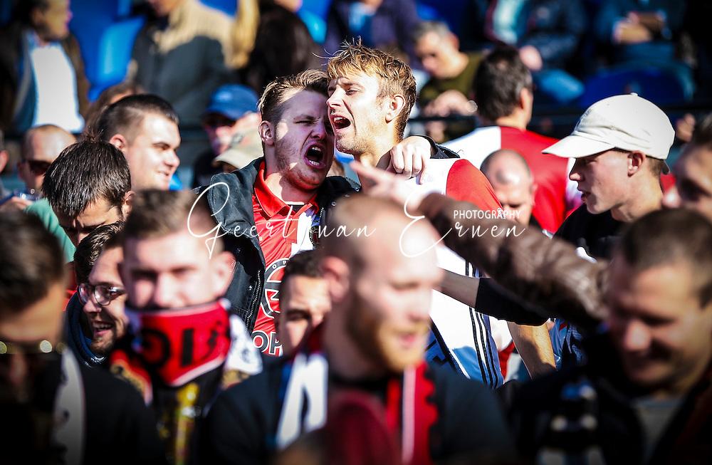 23-10-2016 VOETBAL: EREDIVISIE: FEYENOORD- AJAX: ROTTERDAM <br /> <br /> Vol hartstocht zingen Feyenoord supporters het clublied<br /> <br /> Foto: Geert van Erven