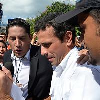 Henrique Capriles Radonski, candidato de la oposicion a la llegada de su centro de votacion en Caracas en las elecciones presidenciales en Venezuela, Caracas, 7 de Octubre del 2012. Henrique Capriles Radonski, candidate of the opposition to the arrival of its polling place in Caracas in the presidential elections in Venezuela, Caracas, October 7, 2012. Jimmy Villalta.