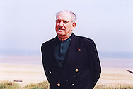 Leon Gautier, French D-Day veteran, ex commando Kieffer, in June 2004 on the beach where he landed.