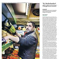Tekst en beeld zijn auteursrechtelijk beschermd en het is dan ook verboden zonder toestemming van auteur, fotograaf en/of uitgever iets hiervan te publiceren <br /> <br /> Trouw 28oktober 2014: kruidenier en Turkse Nederlander Boler Mustafa
