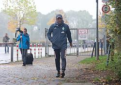 25.10.2014, Trainingscenter, Bremen, GER, 1. FBL, SV Werder Bremen, im Bild Robin Dutt (Cheftrainer SV Werder Bremen) auf dem Weg vom Platz zurück in die Kabine // during a Trainingssession of German Bundesliga Club SV Werder Bremen at the Trainingscenter in Bremen, Germany on 2014/10/25. EXPA Pictures © 2014, PhotoCredit: EXPA/ Andreas Gumz<br /> <br /> *****ATTENTION - OUT of GER*****