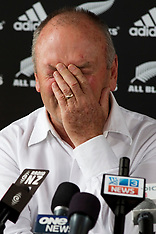 Auckland-All Black coach Graham Henry steps down