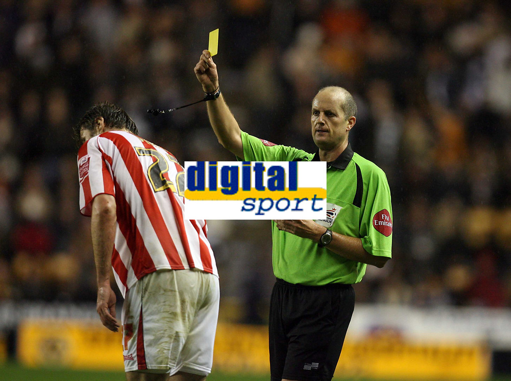 Photo: Rich Eaton.<br /> <br /> Wolverhampton Wanderers v Sunderland. Coca Cola Championship. 24/11/2006. referee Mike Pike issues a yellow card to Stanislav Varga