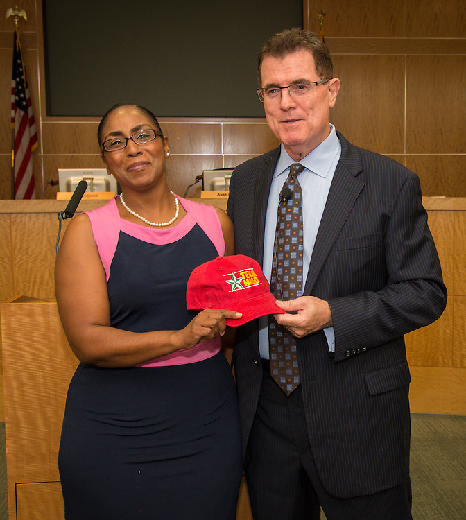 Houston ISD superintendent Dr. Terry Grier presents Bruce Elementary School principal Trealla Epps with a hat during the monthly principals meeting, September 4, 2013.
