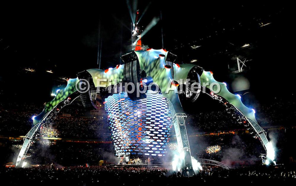&copy; Filippo Alfero<br /> Milano, 07/07/2009<br /> spettacolo<br /> U2 in concerto - 360&deg; Tour<br /> Nella foto: il palco<br /> <br /> &copy; Filippo Alfero<br /> Milan, Italy, 07/07/2009<br /> entertainment<br /> U2 in concert - 360&deg; Tour<br /> In the photo: the stage