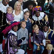 NLD/Amsterdam/20101010 - Premiere Sinterklaas en het Pakjes Mysterie, zwarte Pieten, Frans Bauer, partner Mariska Rossenberg en kinderen Christiaan, Jan, Frans Jr. en Lucas