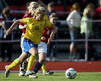 Fotball<br /> Landskamp J15/16 år<br /> Tidenes første landskamp for dette alderstrinnet<br /> Sverige v Norge 1-3<br /> Steungsund<br /> 11.10.2006<br /> Foto: Anders Hoven, Digitalsport<br /> <br /> Ina Skaug - Teie / Norge<br /> Tilda Heimersson - Sverige