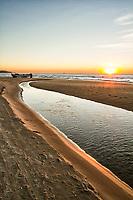 Praia do Campeche ao amanhecer. Florianópolis, Santa Catarina, Brasil. / Campeche Beach at dawn. Florianopolis, Santa Catarina, Brazil.