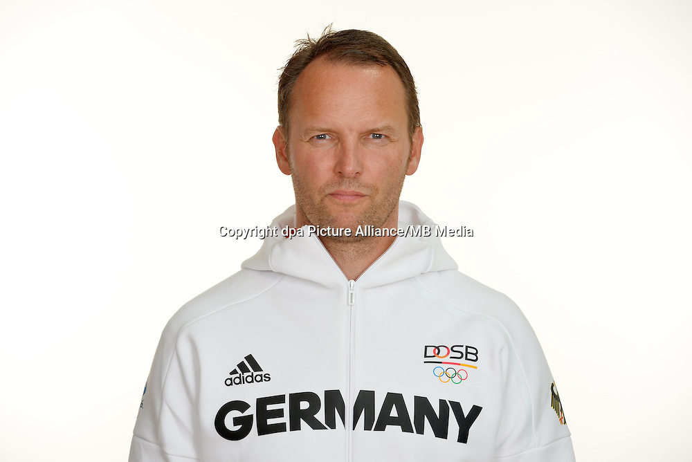 Dagur Sigurdsson poses at a photocall during the preparations for the Olympic Games in Rio at the Emmich Cambrai Barracks in Hanover, Germany. July 27, 2016. Photo credit: Frank May/ picture alliance. | usage worldwide