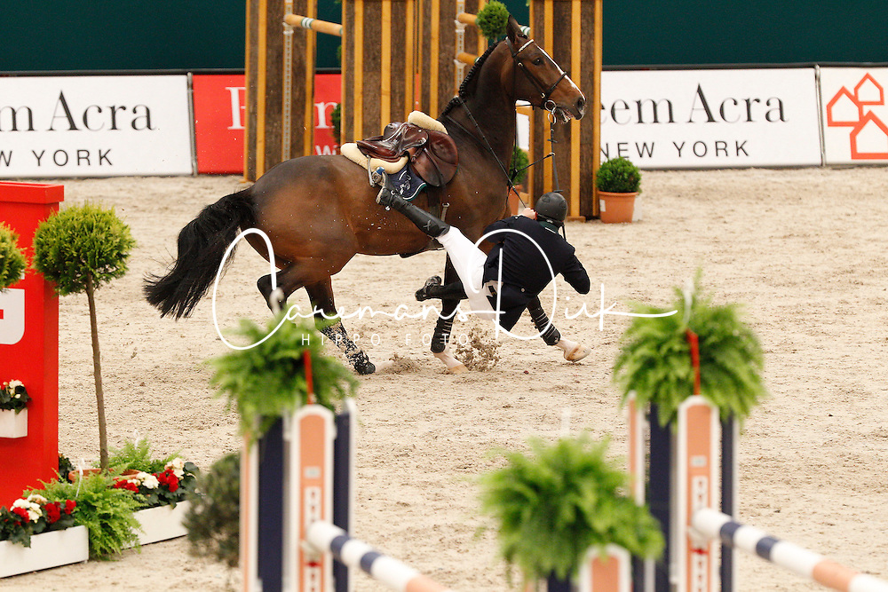 Lynch Denis (IRL) - Abbervail vh Dingeshof<br /> Rolex FEI World Cup Final Jumping 2011<br /> &copy; Hippo Foto - Leanjo de Koster